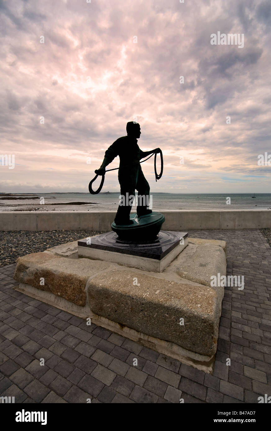 Newlyn Cornwall - A bronze statue commemorating dead and missing fisherman of Newlyn Cornwall. - Stock Image