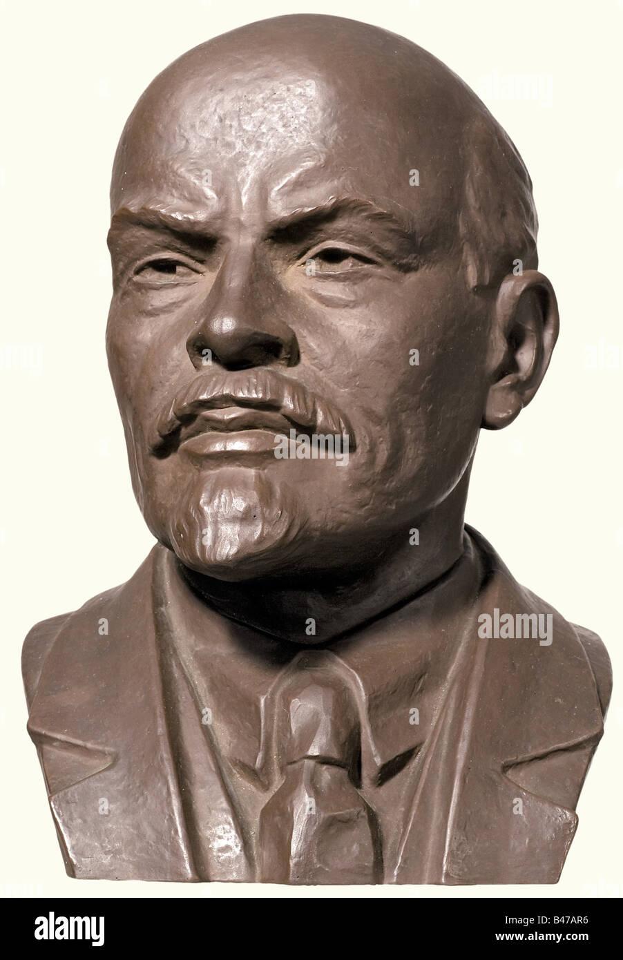 Lenin (1870 - 1924), a portrait bust, Meissen, 20th century Brownish Böttger stoneware. Sword marks in the - Stock Image