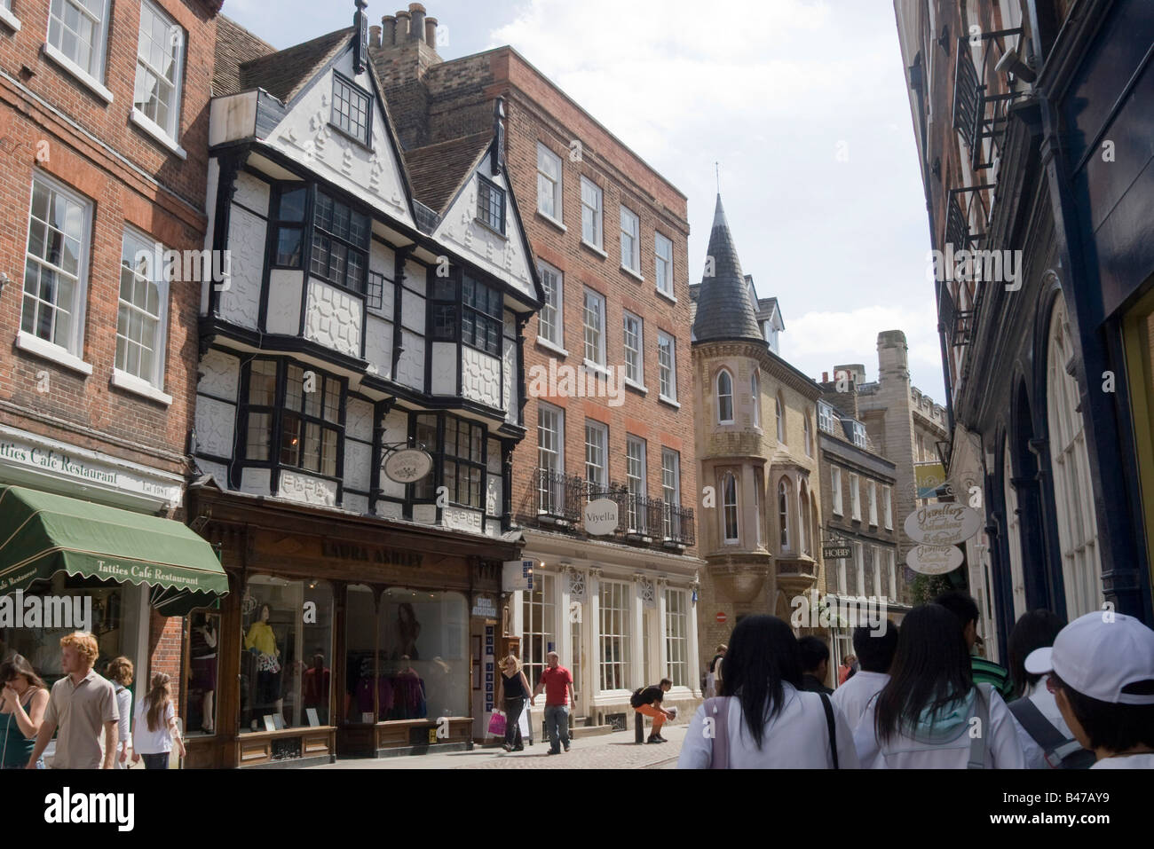 Cambridge street with shoppers. Cambs GB UK - Stock Image