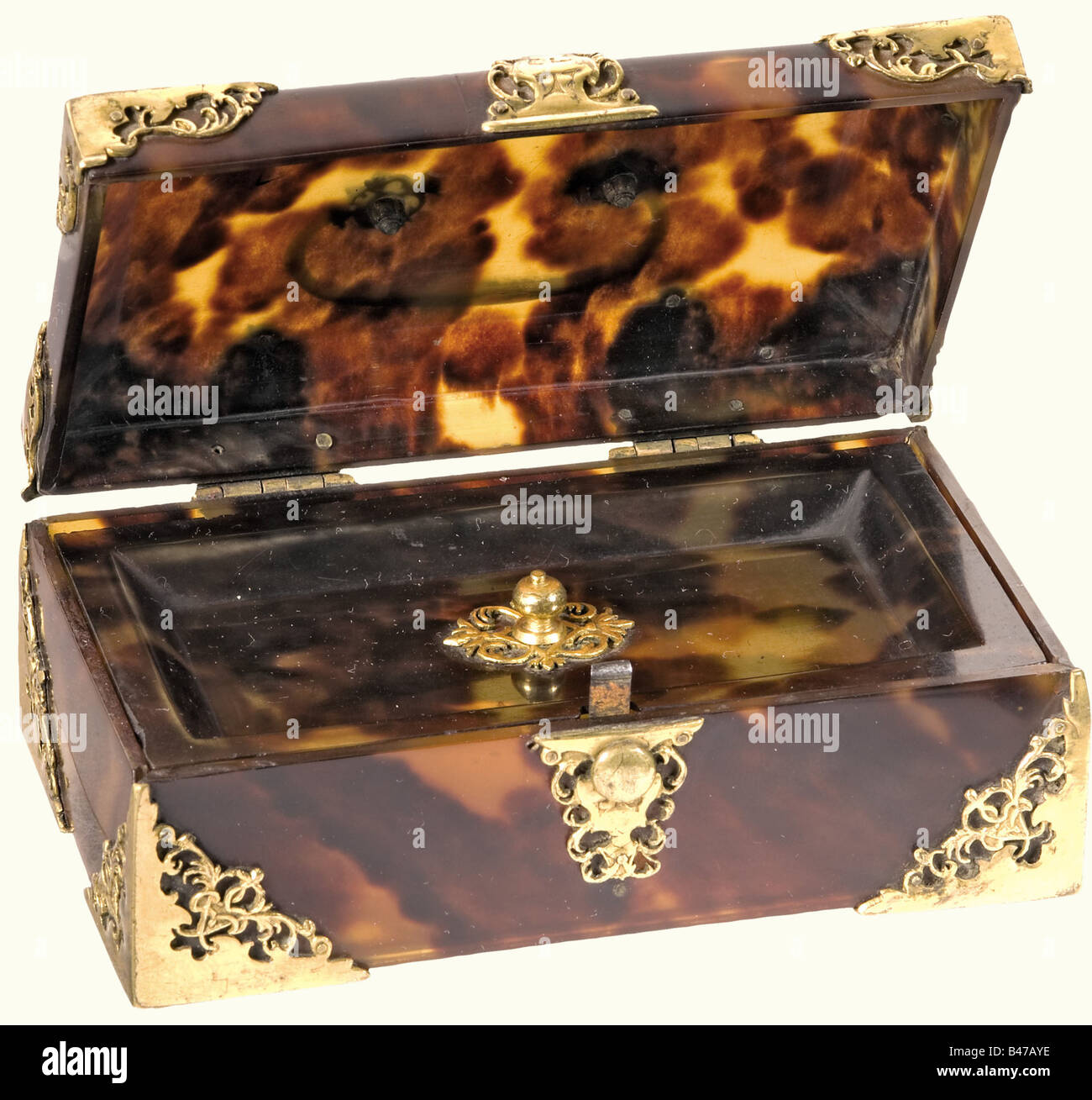 A tortoise-shell casket, France, circa 1710 Rectangular body made of massive tortoise shell, the hinged lid with - Stock Image