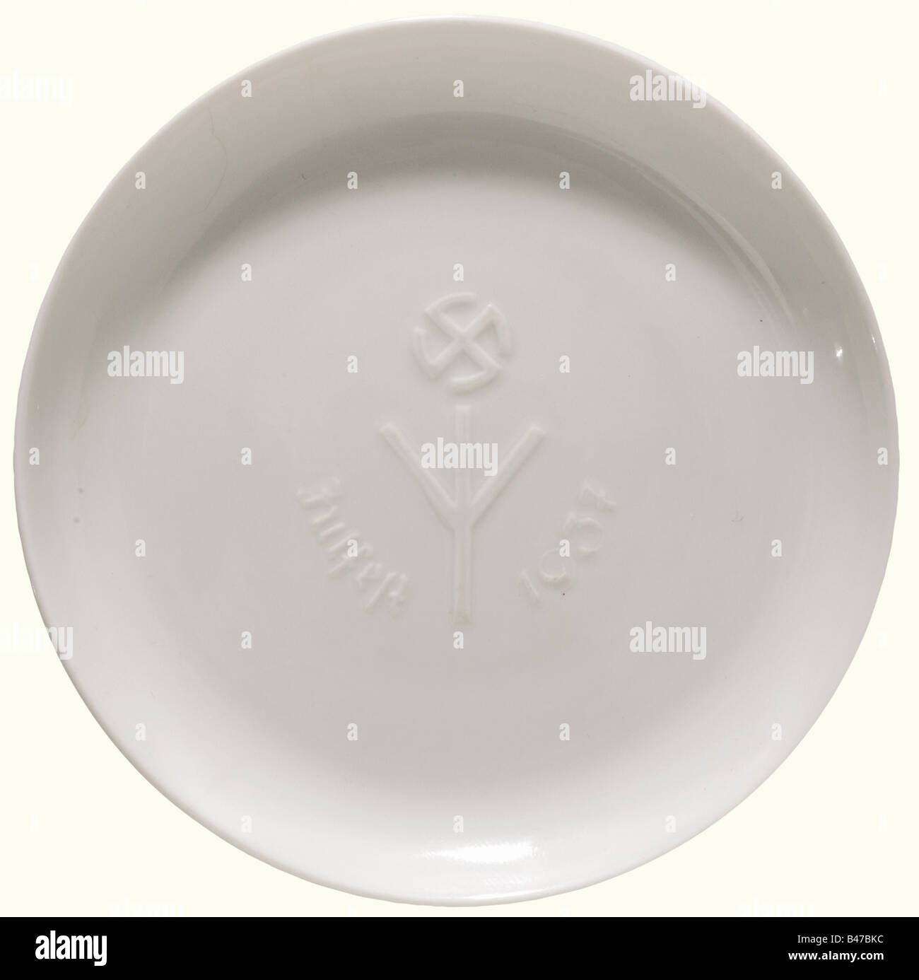 A plate commemorating the Festival of Yule 1937, Porcelain Manufacture Allach White, glazed porcelain. In the centre - Stock Image