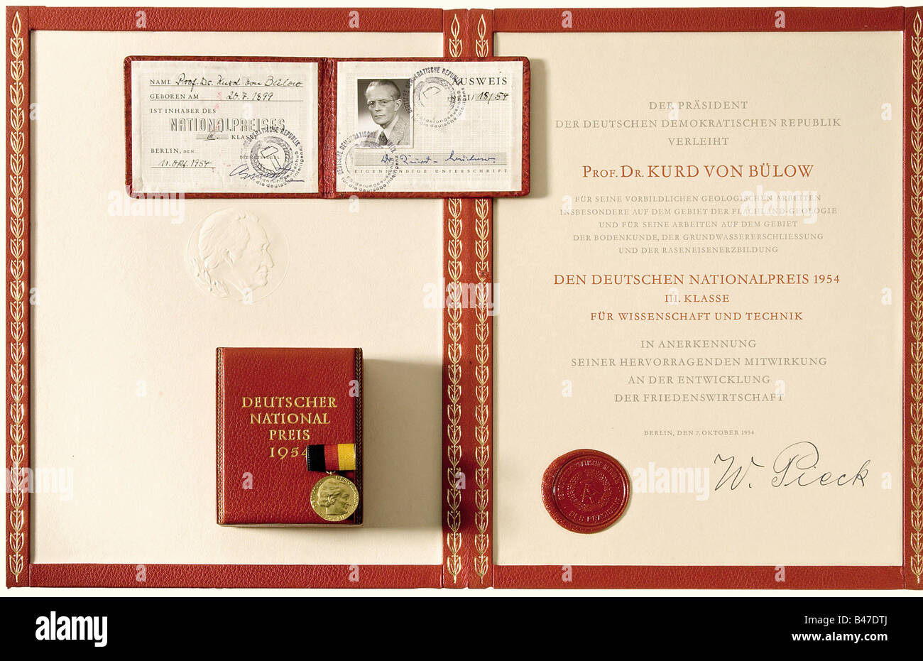A German National Prize for Science and Technology III Class., Awarded to Professor Kurd von Bülow in 1954. Gold. Stock Photo
