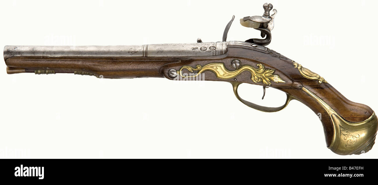 A pair of flintlock pistols, Francis Smart, London, circa 1710/1720. Shortened, round barrels with smooth bores - Stock Image