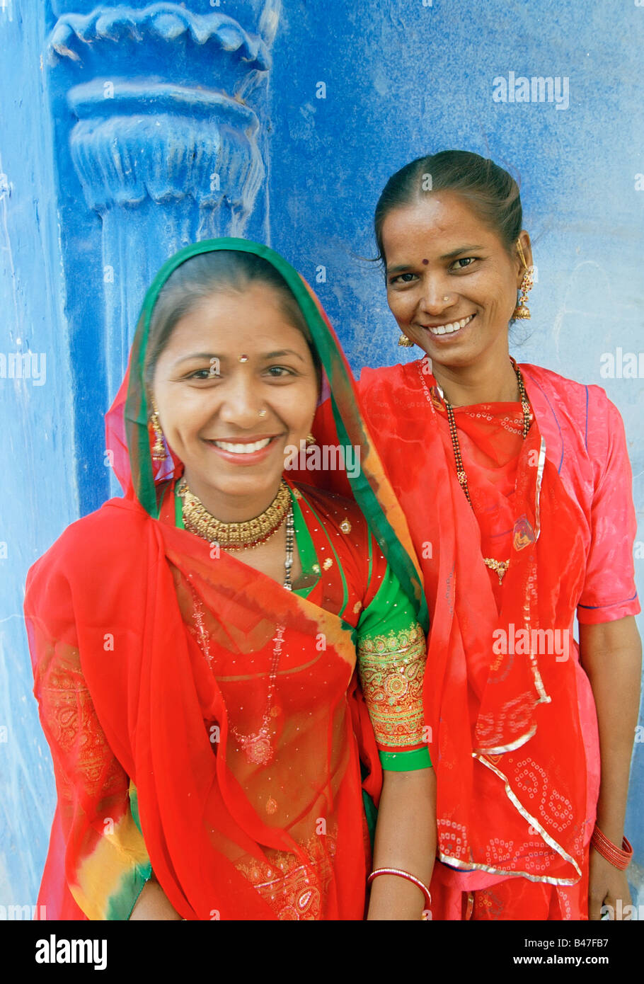 ASIA, India, Jodphur, Rajasthan, Local Indian Women in traditional Sari dress and jewelry - MR - Stock Image