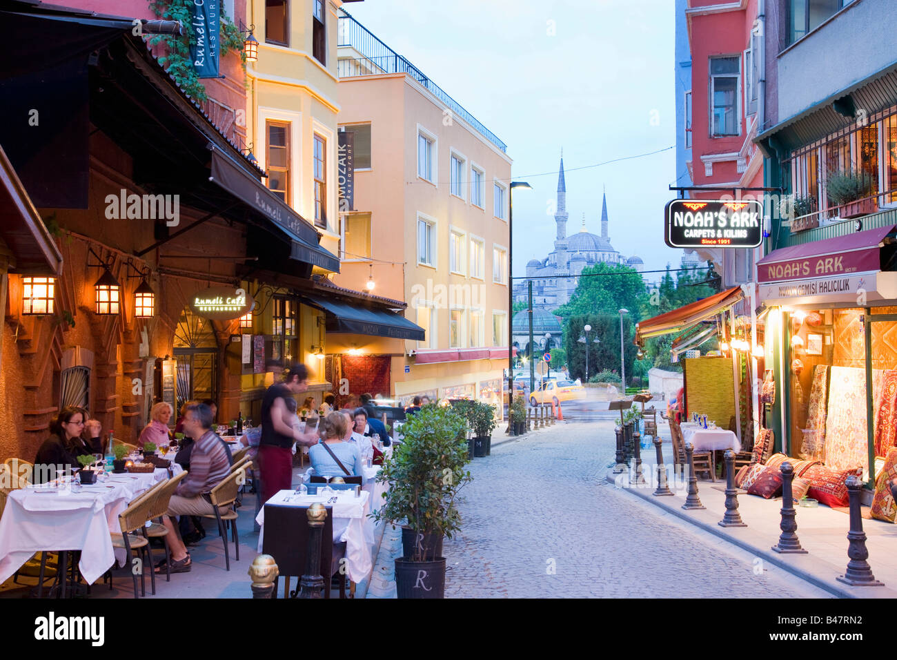 Turkey Istanbul pavement restaurants and cafes with the blue mosque behind - Stock Image