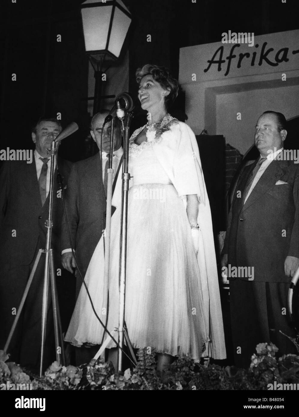Andersen, Lale, 23.3.1905 - 29.8.1972, German singer and actress, full length, during performance at reunion of - Stock Image