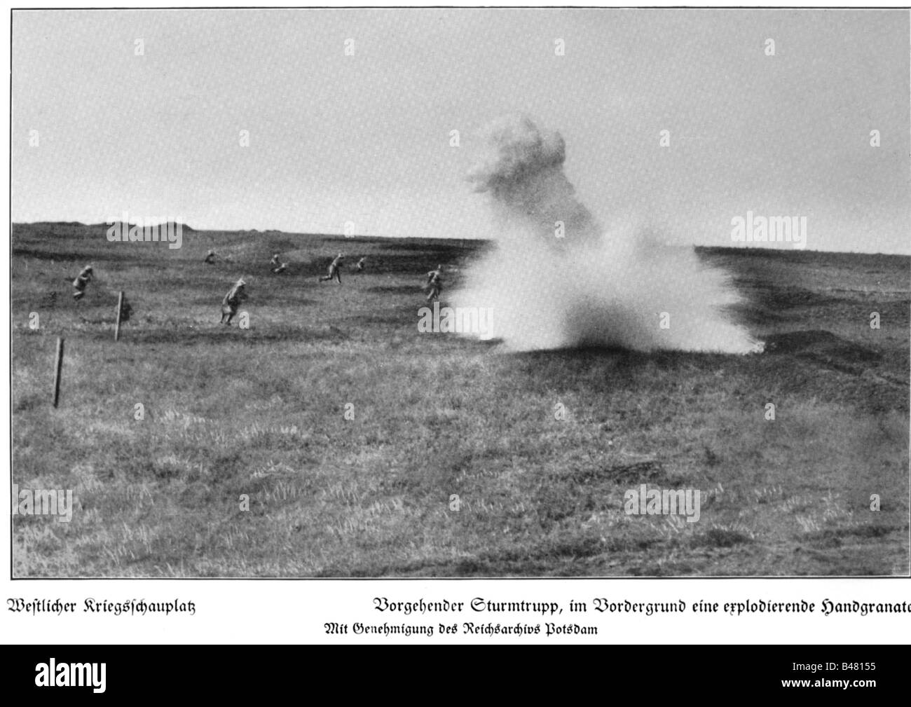 events, First World War / WWI, Western Front, advancing German assault team, exploding hand grenade in the foreground, - Stock Image