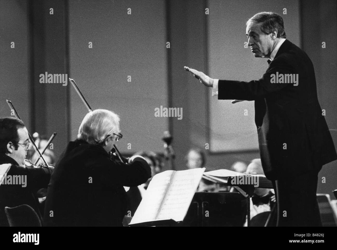 Boulez, Pierre, 25.3.1925 - 5.1.2016, French composer and conductor, during a concert, conducting, 1990s, Additional - Stock Image