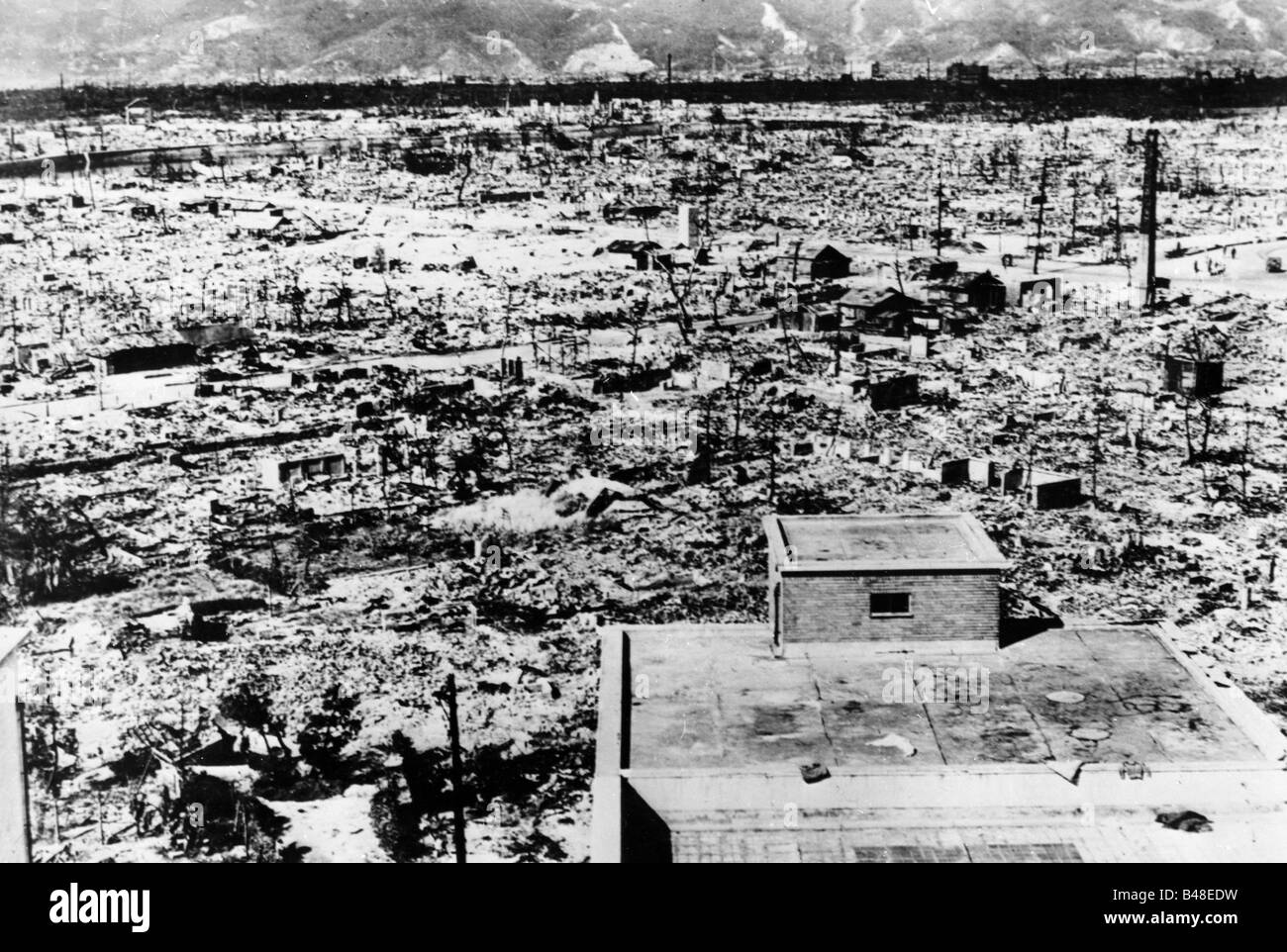 the effects of the world war ii atomic bombs The economic effect on japan during post world war ii japan's economy was greatly affected by the atomic bombs dropped on both hiroshima and nagasaki.