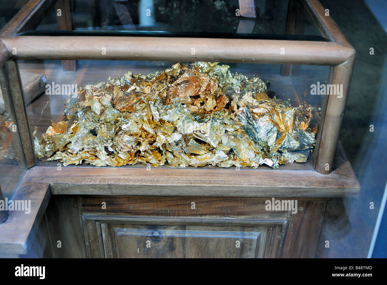 Paris France, Shopping, French Picture Framing Store Gold Leaf in Display case - Stock Image