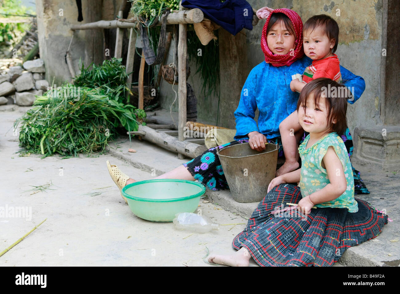 White Hmong Children At The Village Of Pho Lao Dong Van Plateau Stock Photo Alamy