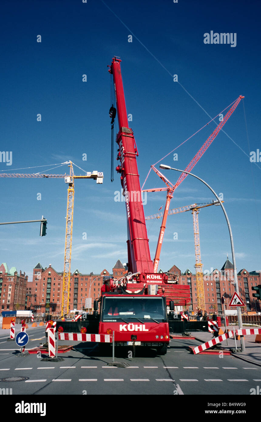 Sept 20, 2008 - Mobile tower crane at the construction site of the future Hafenquartier in Hamburg's Hafencity. - Stock Image