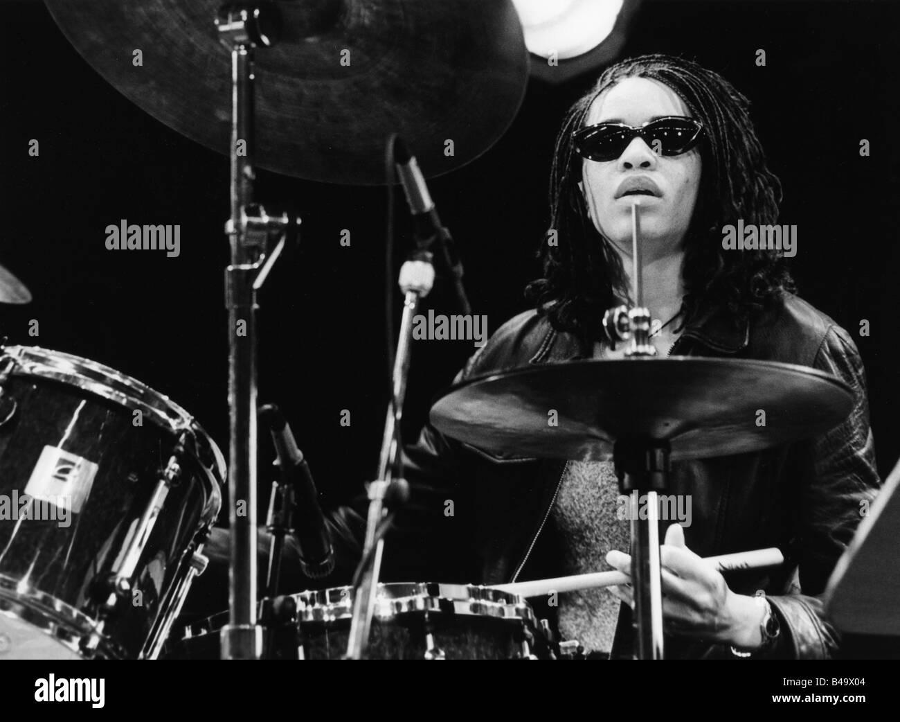 Blackman, Cindy, American musician (Jazz), half length, playing drums, live performance, Frankfurt, June 1997, Additional - Stock Image