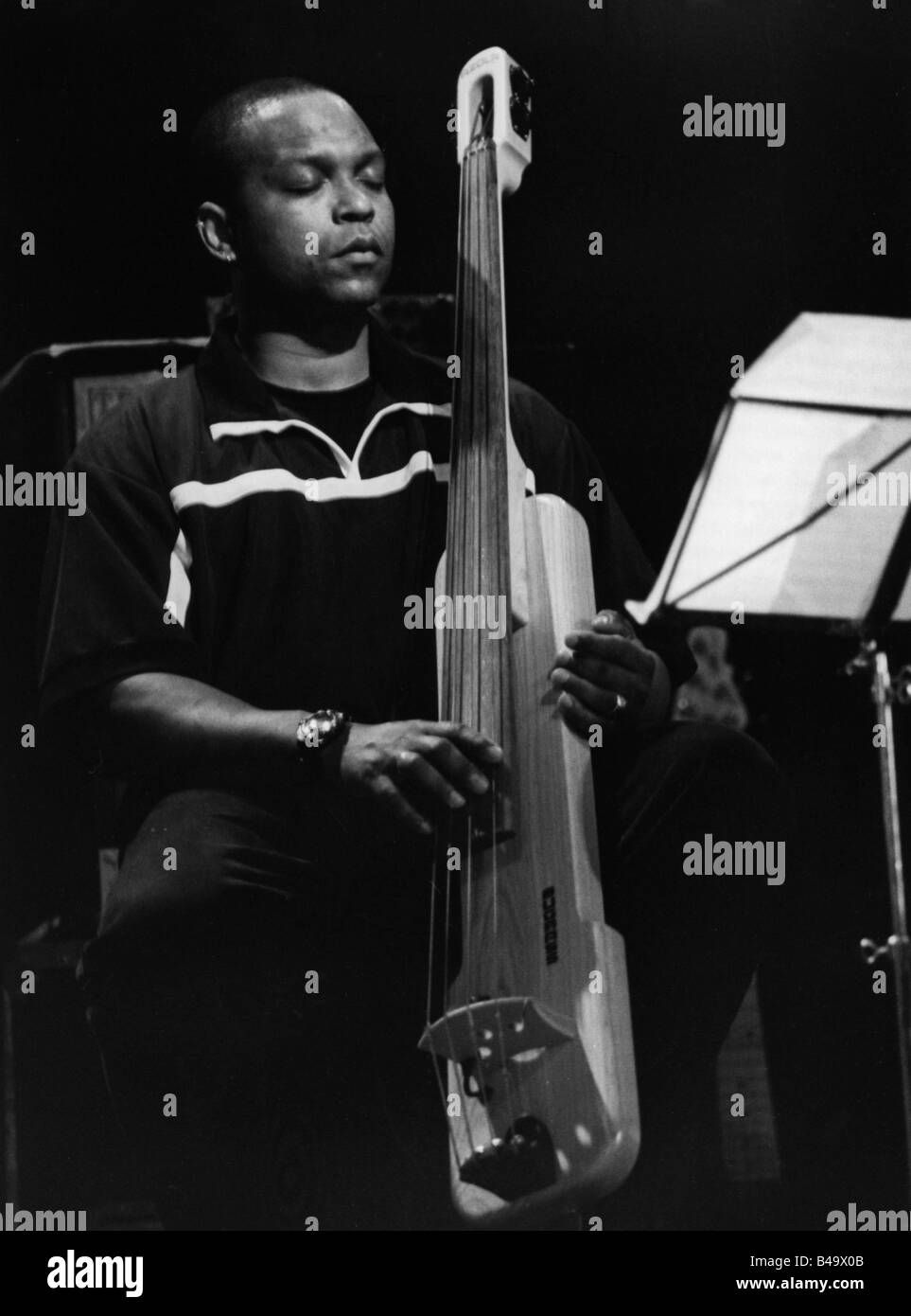 Cox, Anthony,  American musician (Jazz), half length, playing bass, live performance, Stuttgart, April 1999, Additional - Stock Image