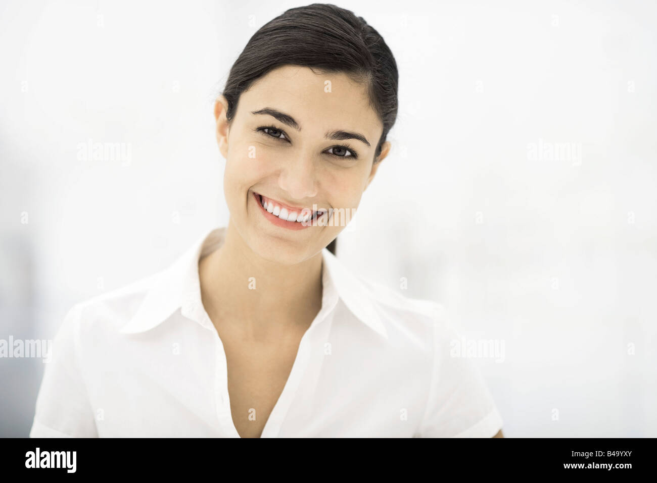 Woman smiling at camera, portrait - Stock Image