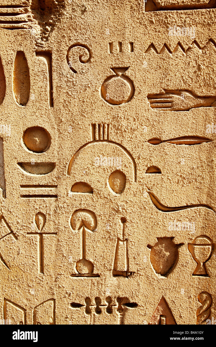 wall with egyptian hieroglyphics and symbols - Stock Image