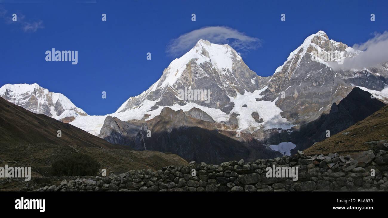 Panorama Cordillera Huayhuash Yerupaja Peru South America - Stock Image
