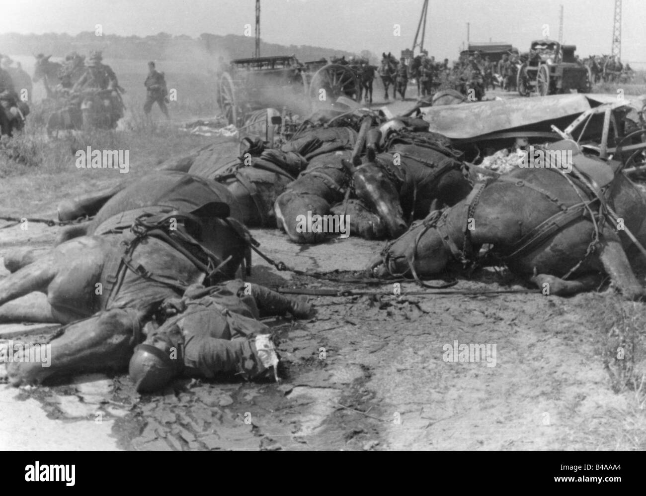 events, Second World War / WWII, France, French artillery team received a direct hit, May / June 1940, Additional Stock Photo