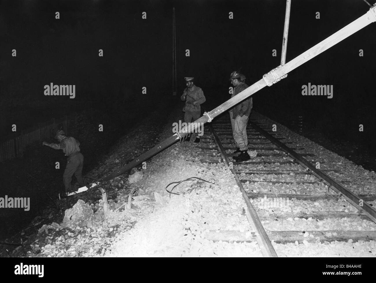 geography / travel, Italy, politics, South Tyrol, South Tyrol conflict, policemen on patrol at the railway Bolzano - Stock Image