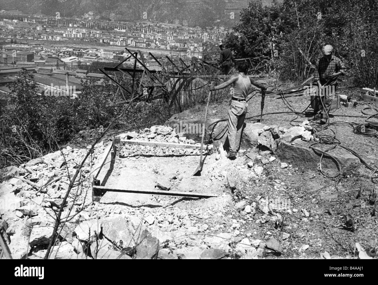 geography / travel, Italy, politics, South Tyrol, South Tyrol conflict, bomb attack, worker at blasted pylon, near - Stock Image