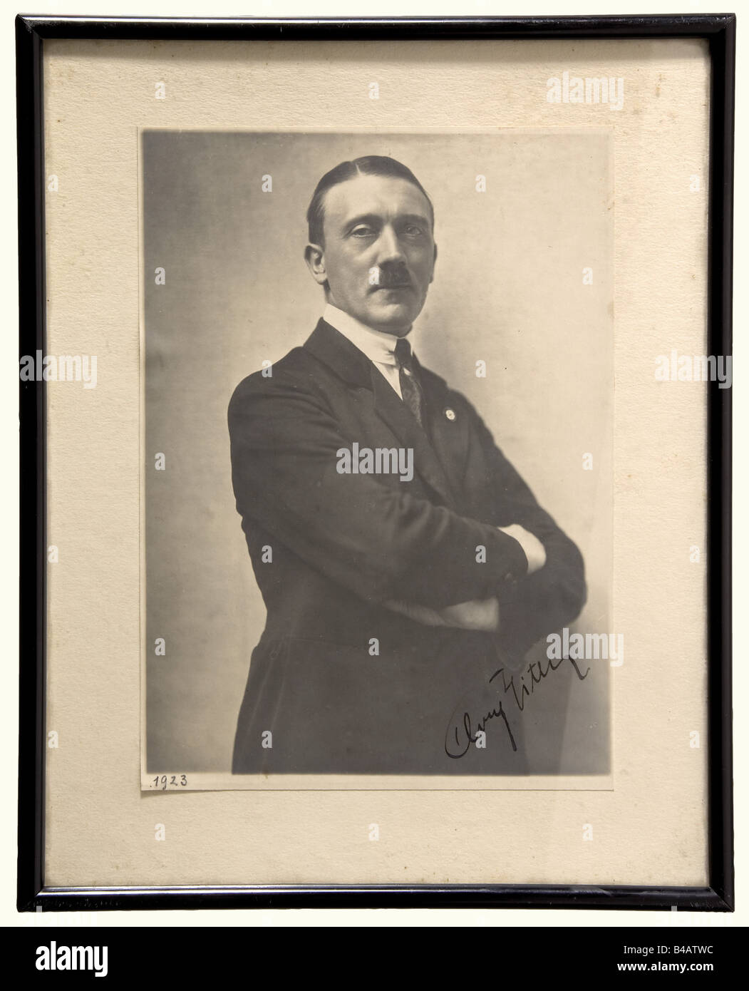 Adolf Hitler - a very early ink autograph, on a portait photograph. Large size photo (16 x 23 cm) by Hoffmann of - Stock Image