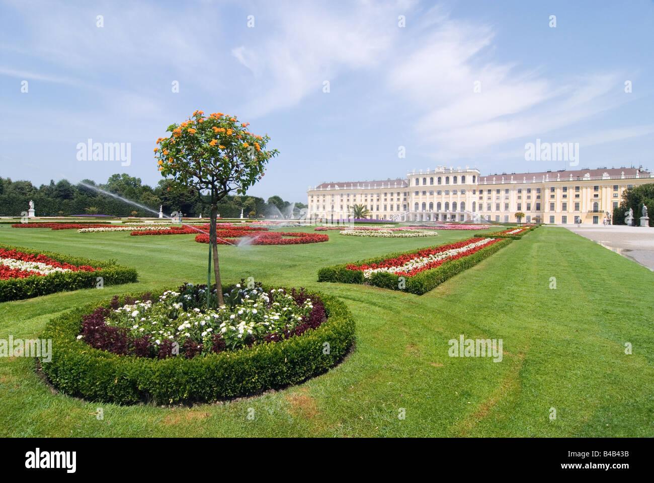 Park Schloss Schönbrunn in Vienna Austria - Stock Image