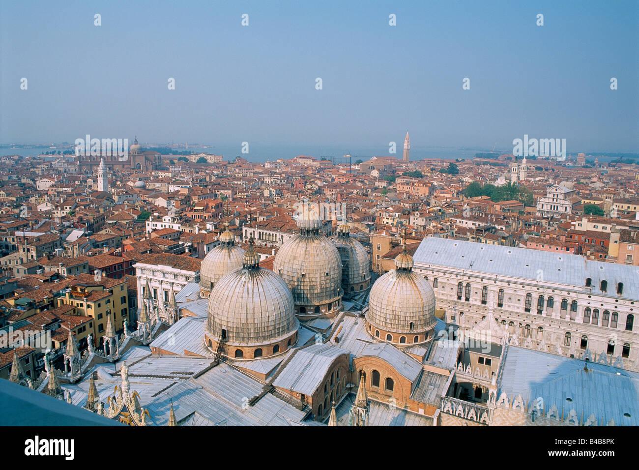 Italie Venise Place Saint Marc Vue des toits de la Basilique Saint Marc Stock Photo