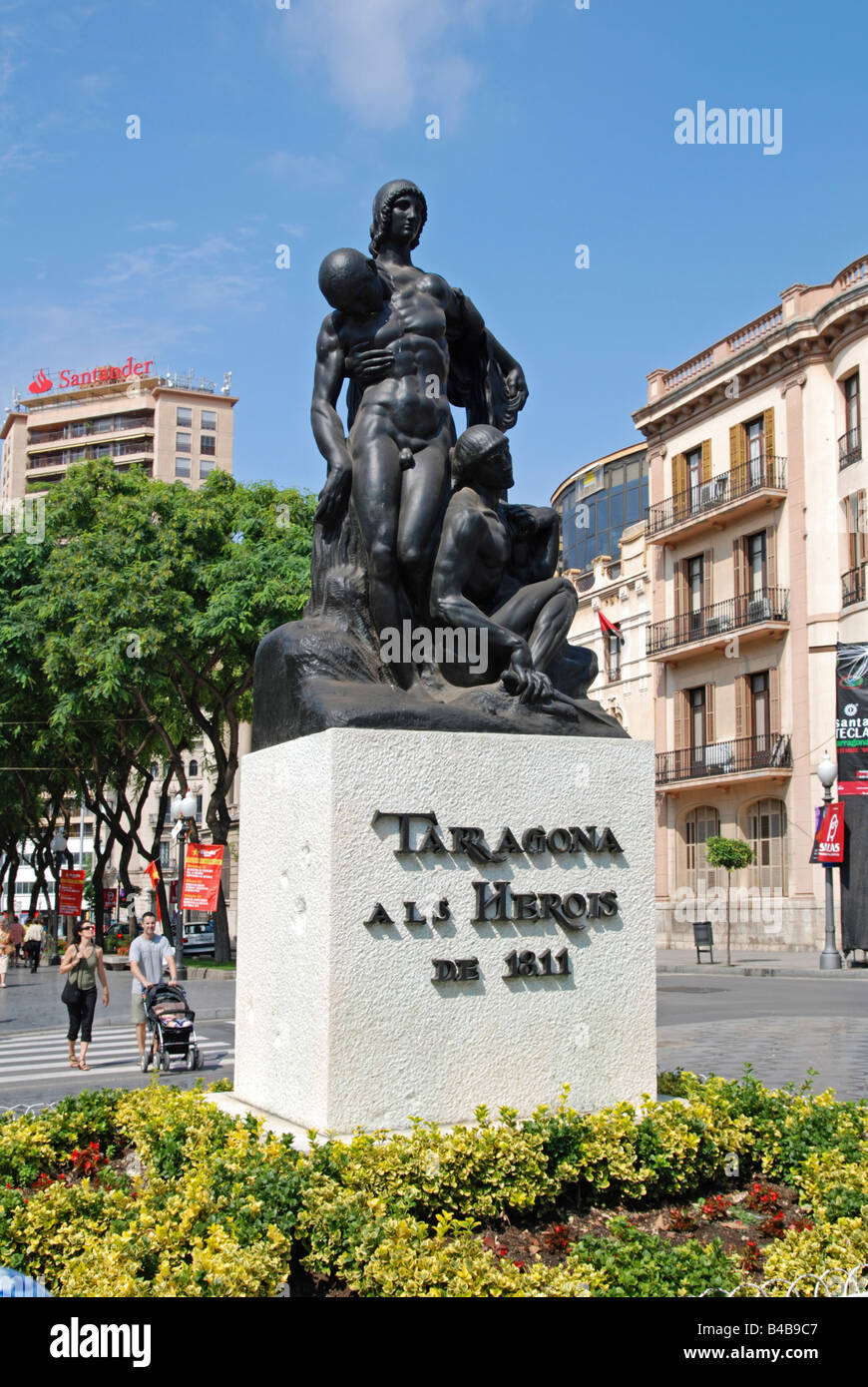 the heroes memorial statue on rambla nova, tarragona, to the heroes of the siege of tarragona by the french in 1811 - Stock Image
