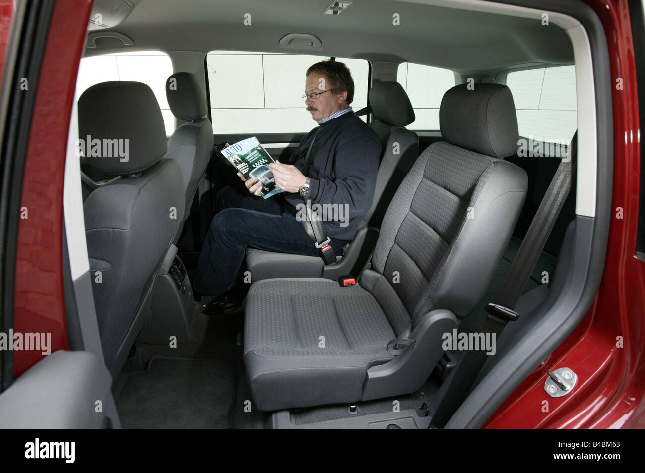 car vw volkswagen touran van model year 2003 red interior view stock photo 19926315 alamy. Black Bedroom Furniture Sets. Home Design Ideas