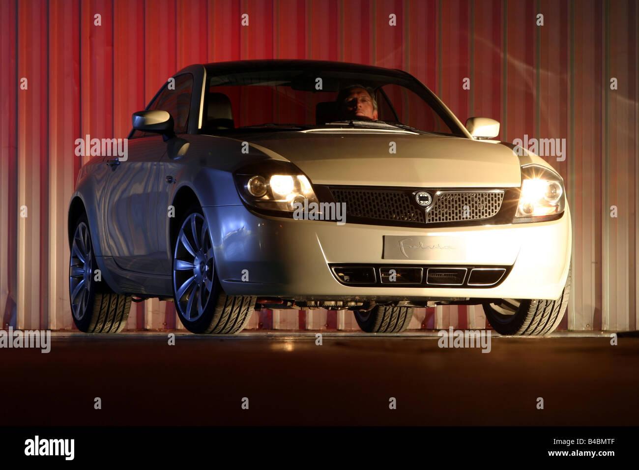 https://c8.alamy.com/comp/B4BMTF/car-lancia-fulvia-study-draft-and-design-study-model-year-2003-silver-B4BMTF.jpg