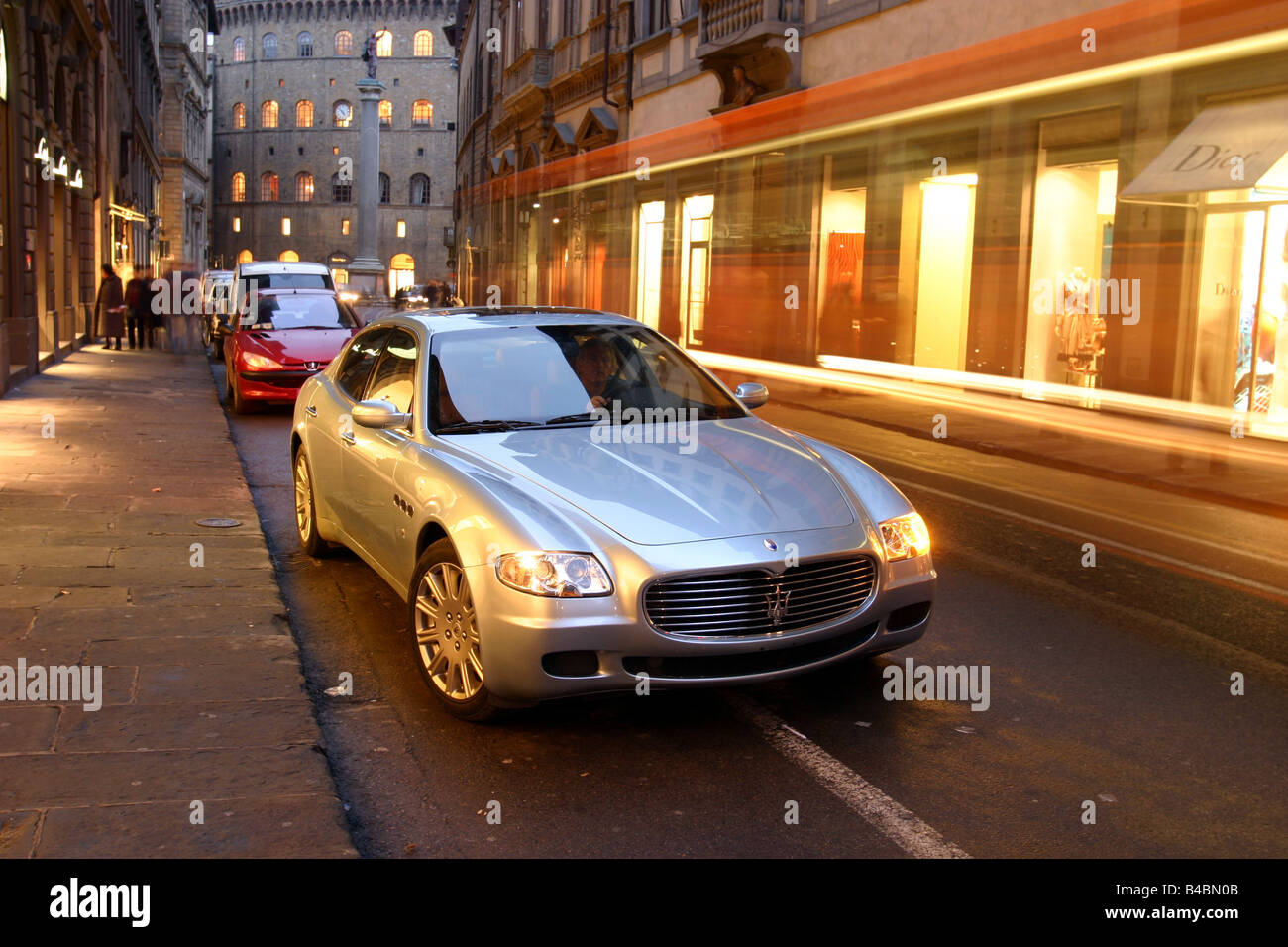 Car, Maserati Quattroporte, model year 2004-, Limousine, Luxury approx.s, silver, FGHDS, standing, upholding, diagonal - Stock Image