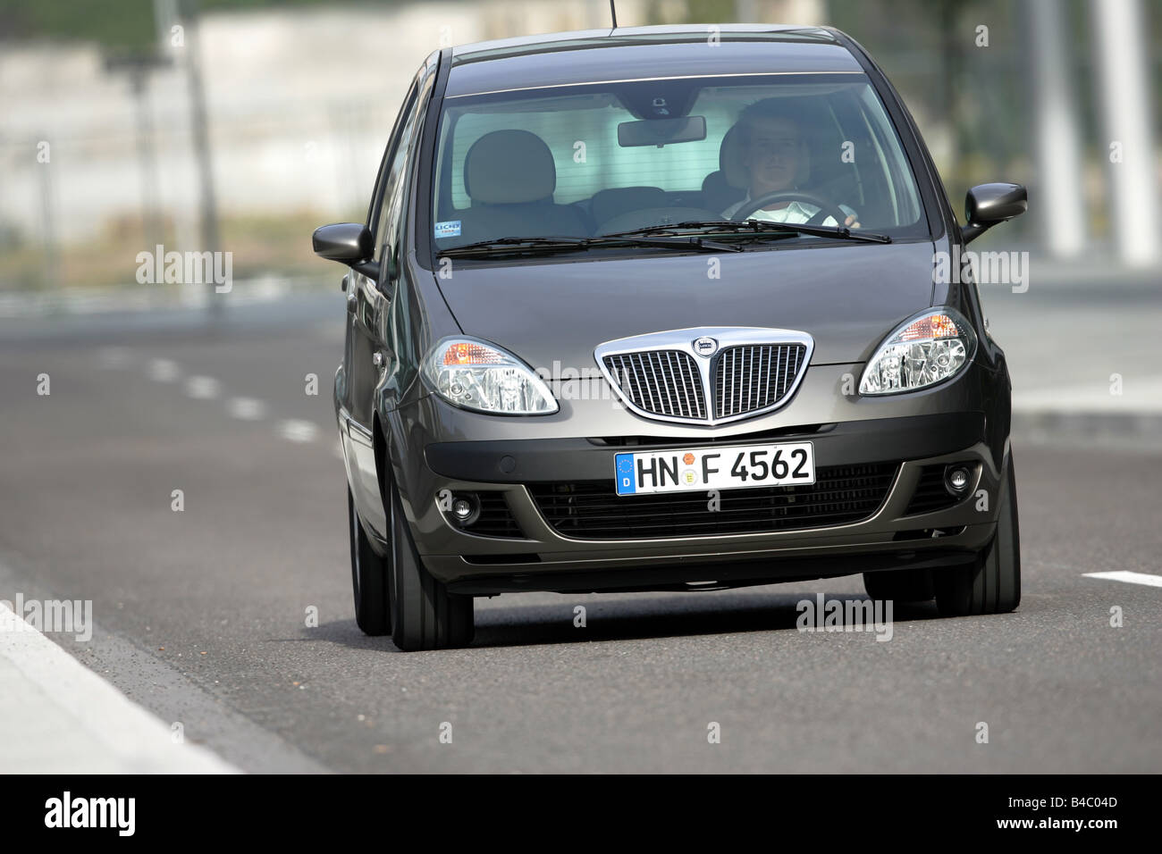 https://c8.alamy.com/comp/B4C04D/car-lancia-musa-multijet-10-jtd-van-model-year-2004-driving-diagonal-B4C04D.jpg