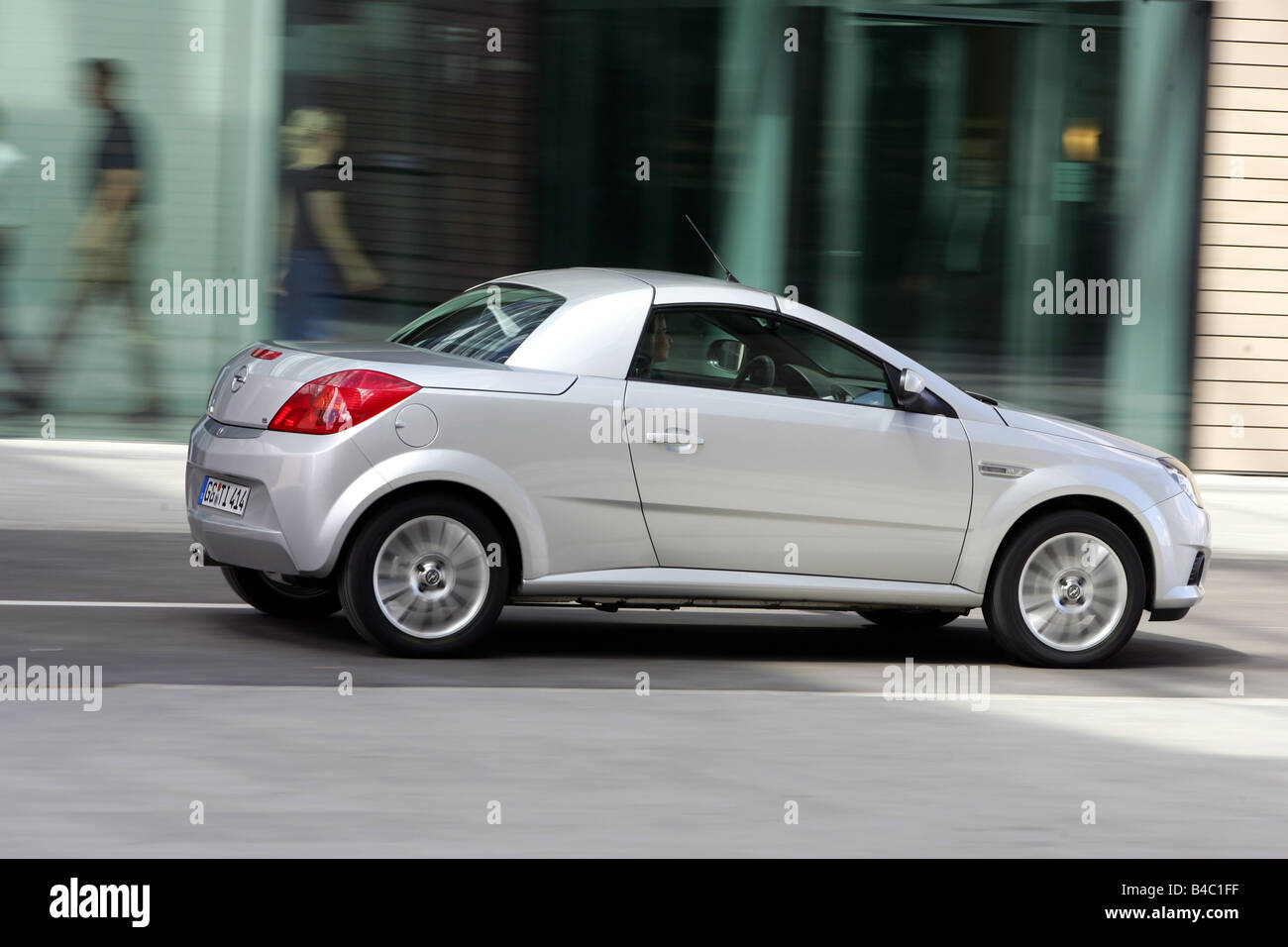 Opel Tigra High Resolution Stock Photography And Images Alamy