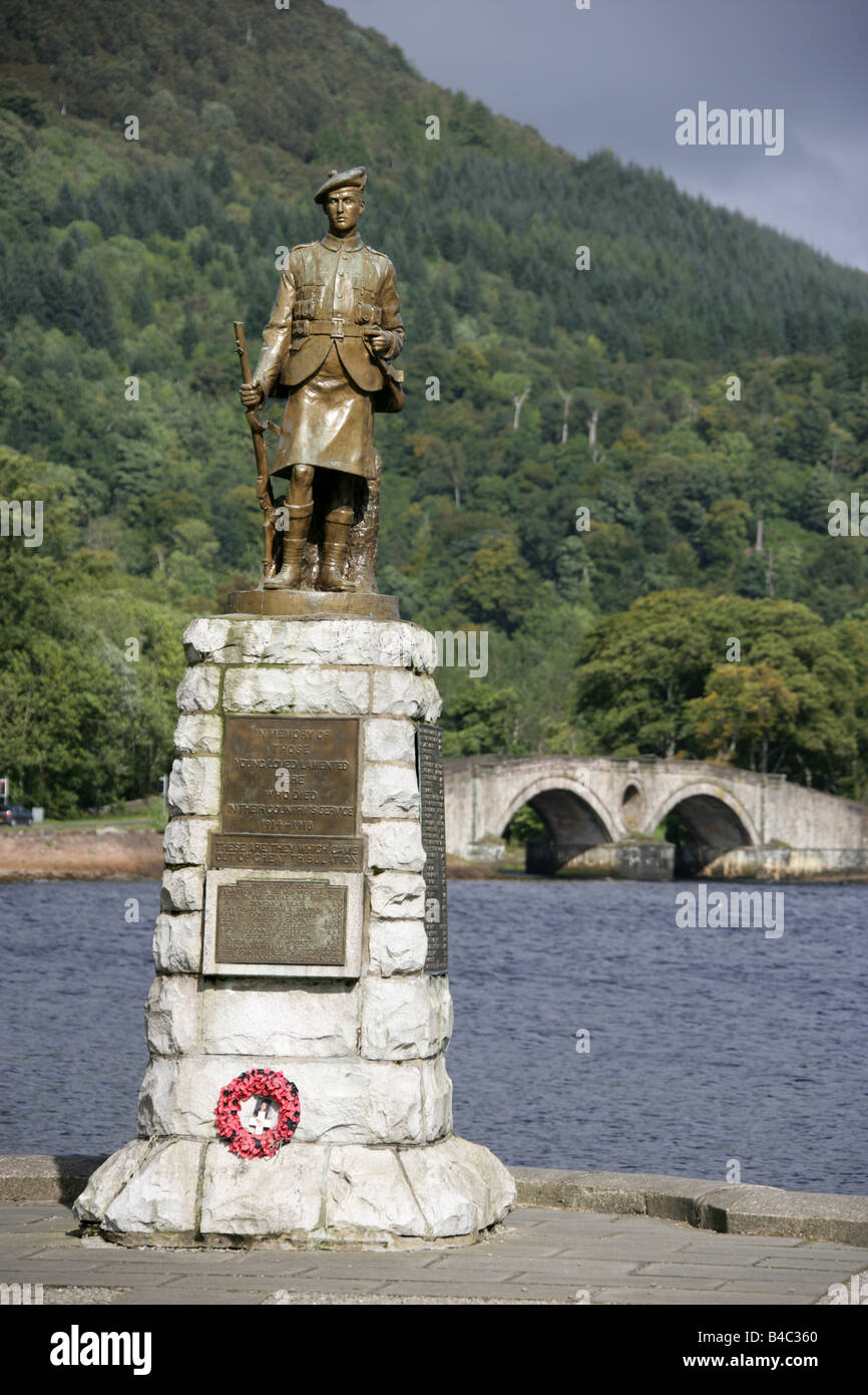 Town of Inveraray, Scotland. The Inveraray war memorial by the shores of Loch Fyne. - Stock Image