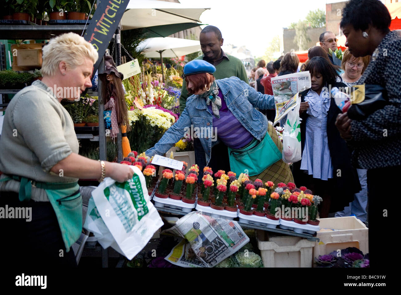Colombia Road flower market on a Sunday morning, Bethnal Green, East London - Stock Image
