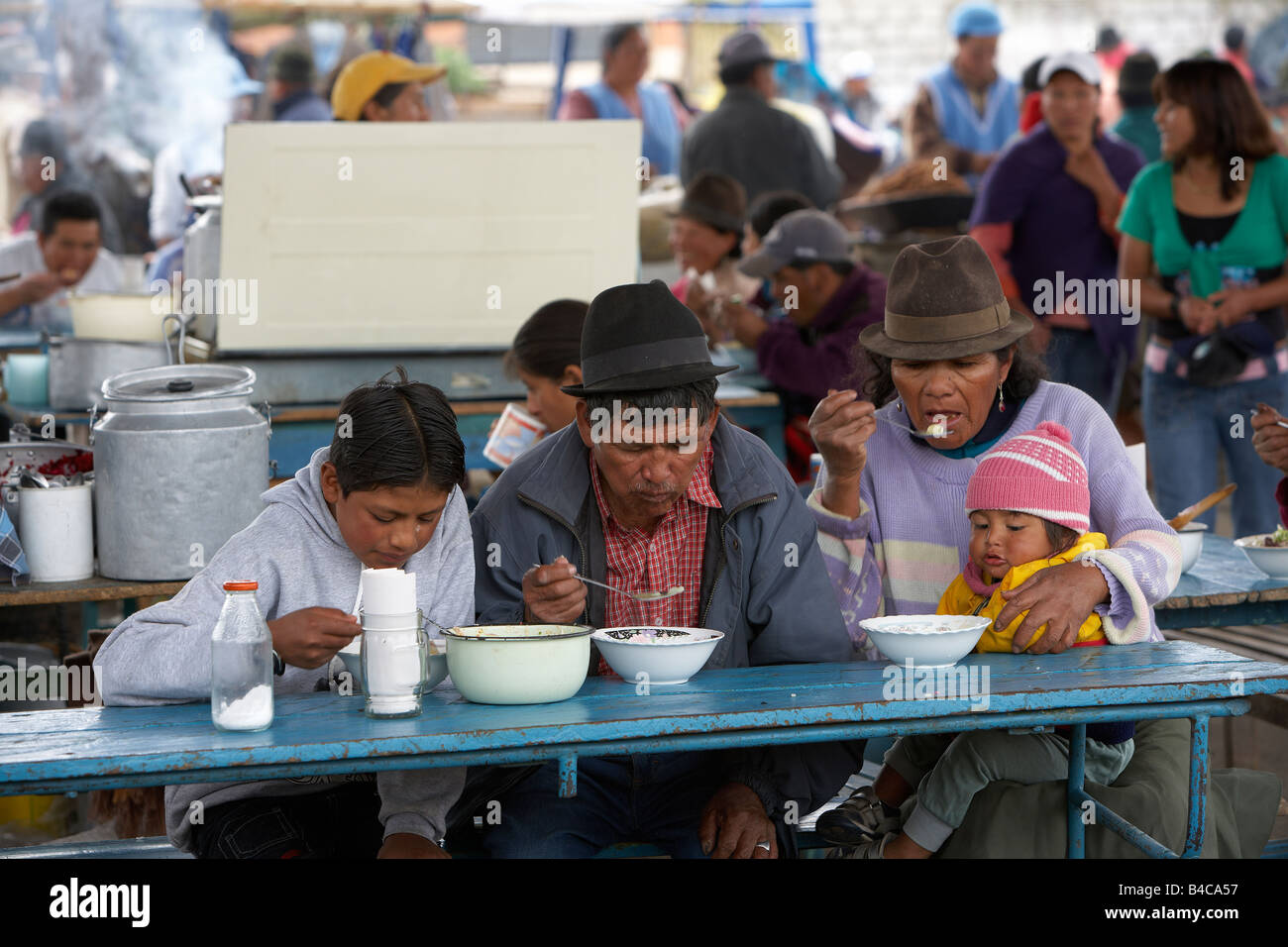 Family eating at Saquisili Market, Andes Mountains, Ecuador - Stock Image