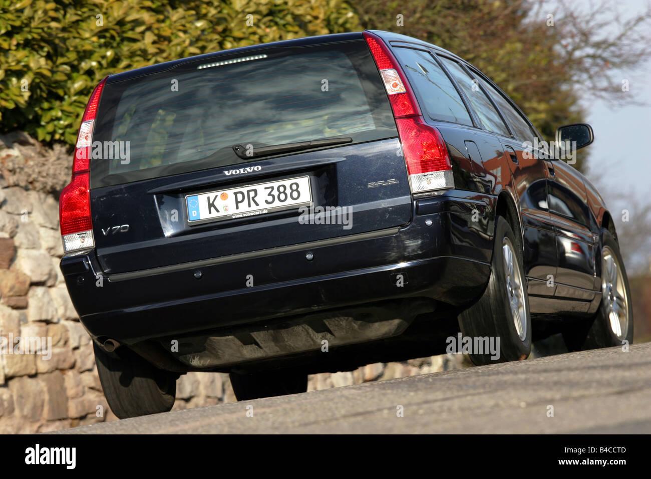 Car, Volvo V70 Bi-Fuel, hatchback, model year 2005-, black