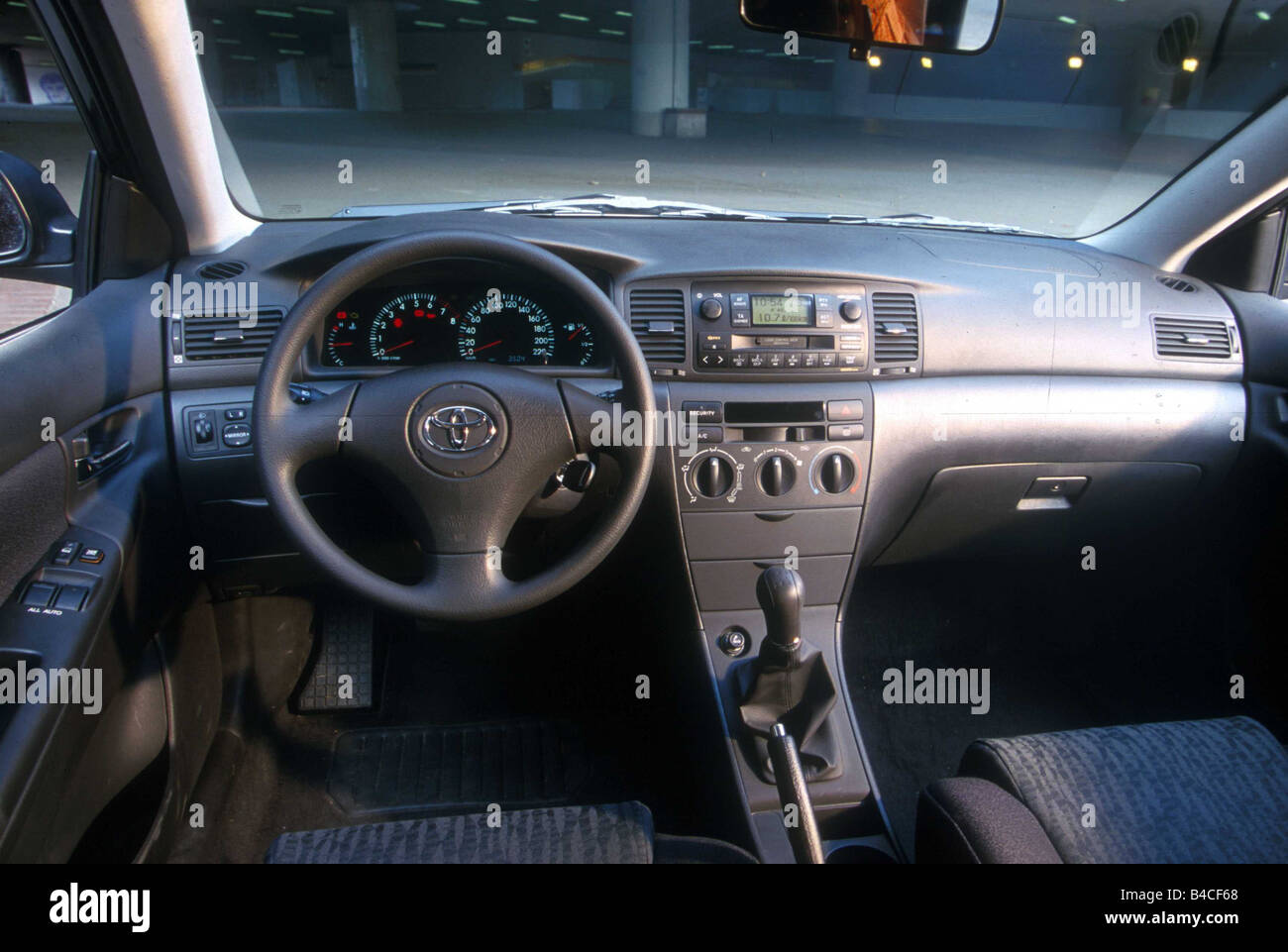 Car, Toyota Corolla 1.4, Limousine, Lower Middle Sized Class, Model Year  2002 , Silver, Interior View, Interior View, Cockpit, T