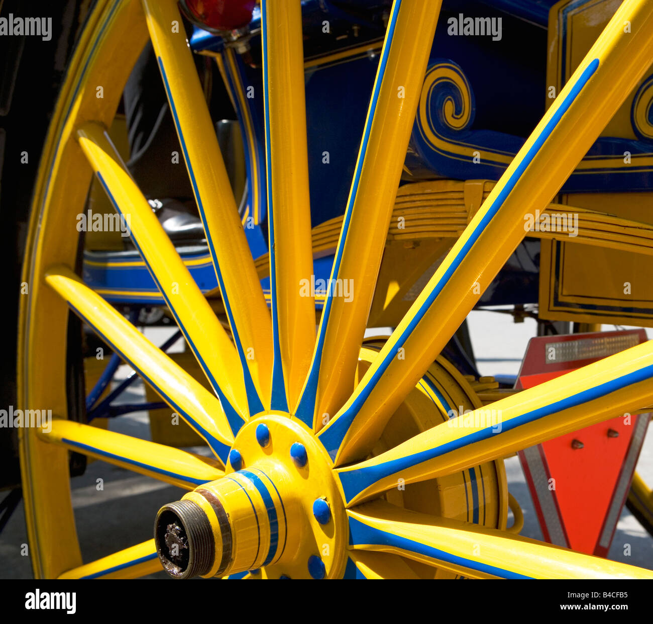 Red Wagon Wheel Stock Photos & Red Wagon Wheel Stock Images - Alamy
