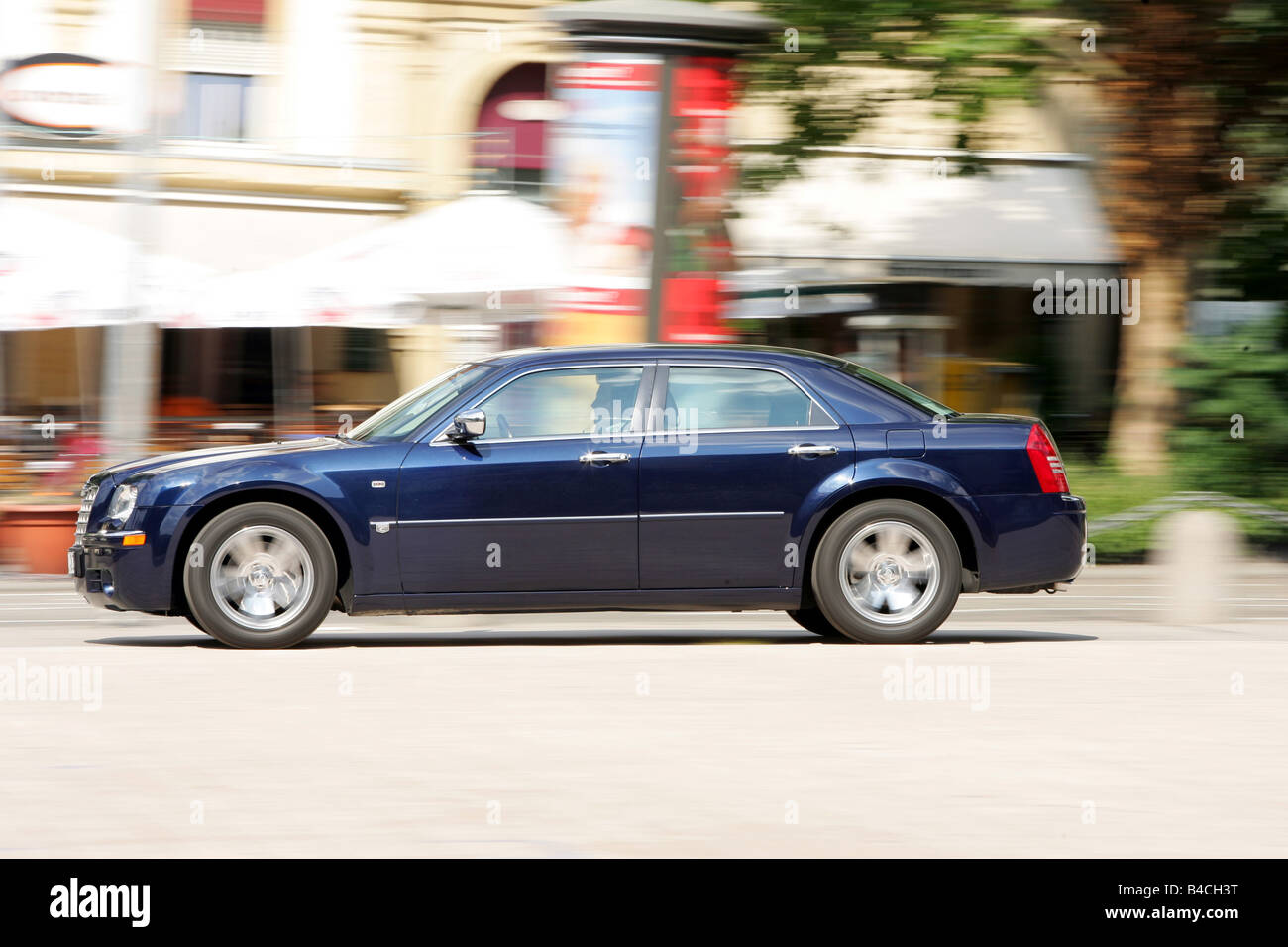 review hemi reviews carsguide back large car is chrysler