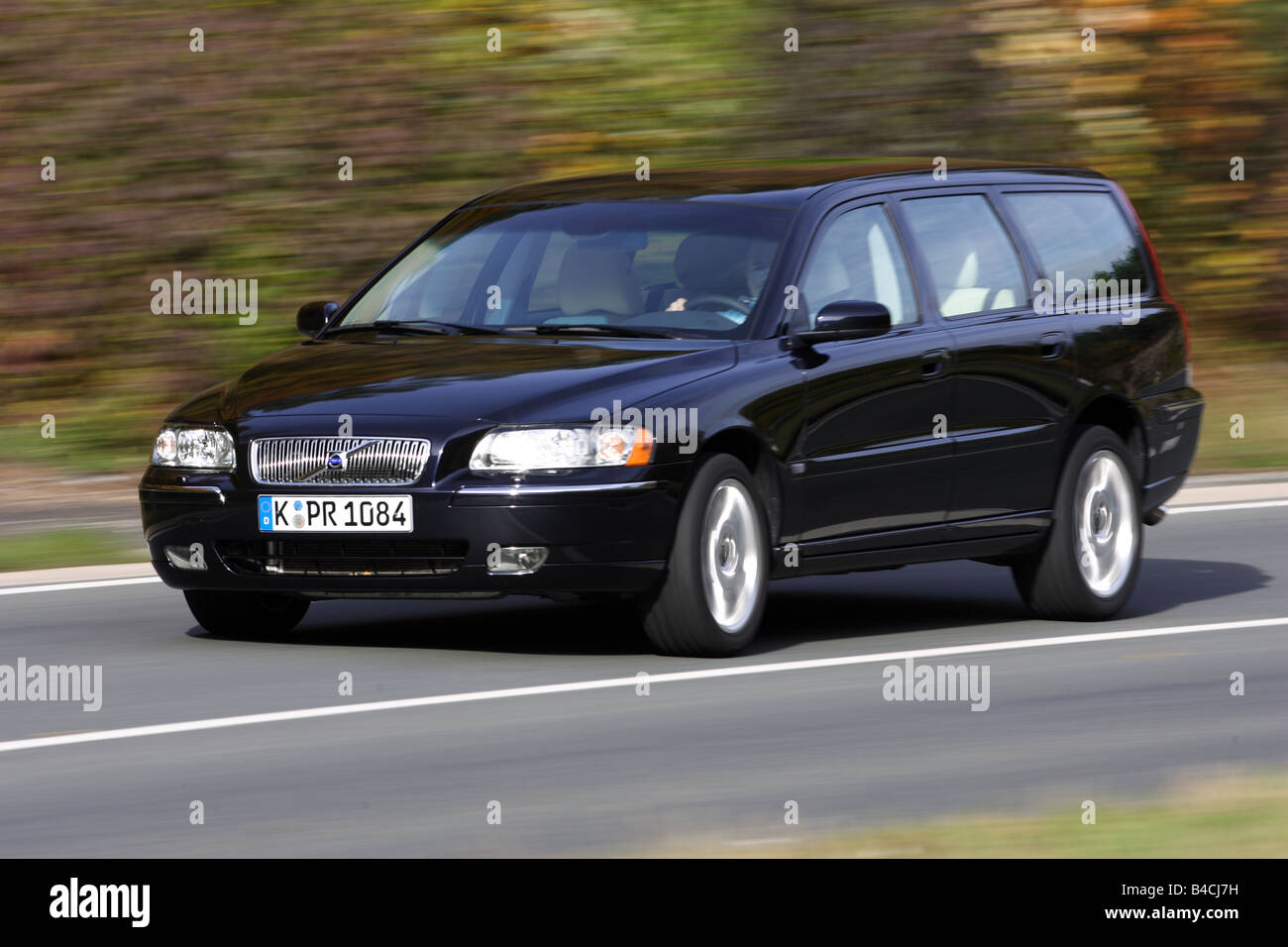 Volvo V70 T5, black, model year 2005-, driving, diagonal