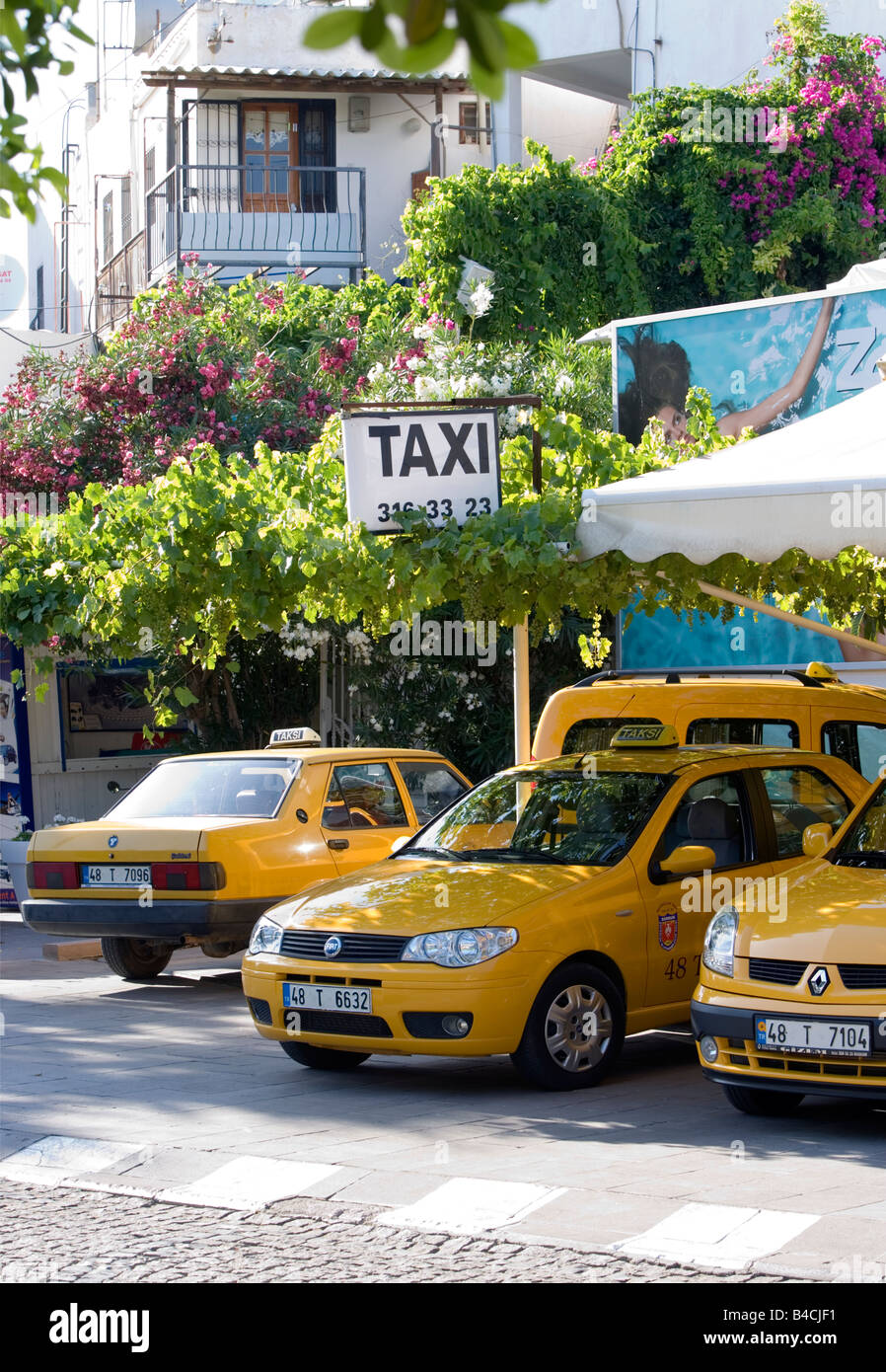 Lots Of Taxis Stock Photos & Lots Of Taxis Stock Images - Alamy