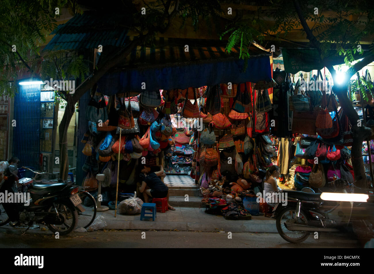 A Handbag shop at a Hanoi nightmarket, Vietnam - Stock Image