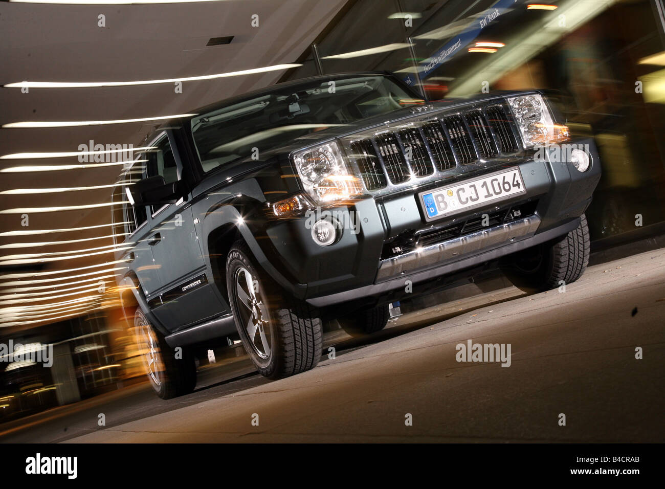 Jeep Commander 3.0 CRD, model year 2006-, silver, driving, diagonal from the front, frontal view, City, night shot, - Stock Image