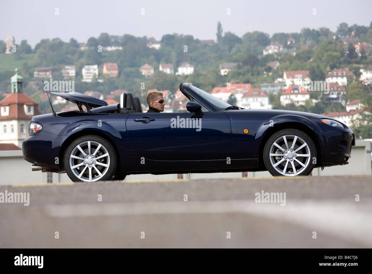 https://c8.alamy.com/comp/B4CTJ6/mazda-mx-5-20-mzr-roadster-coupe-model-year-2006-blue-standing-upholding-B4CTJ6.jpg