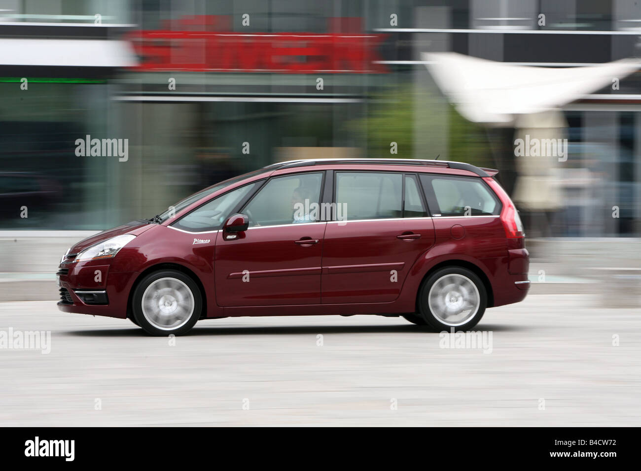 Citroen C4 Piapprox.so HDi 135 Exclusive, model year 2006-, ruby colored, driving, side view, City - Stock Image