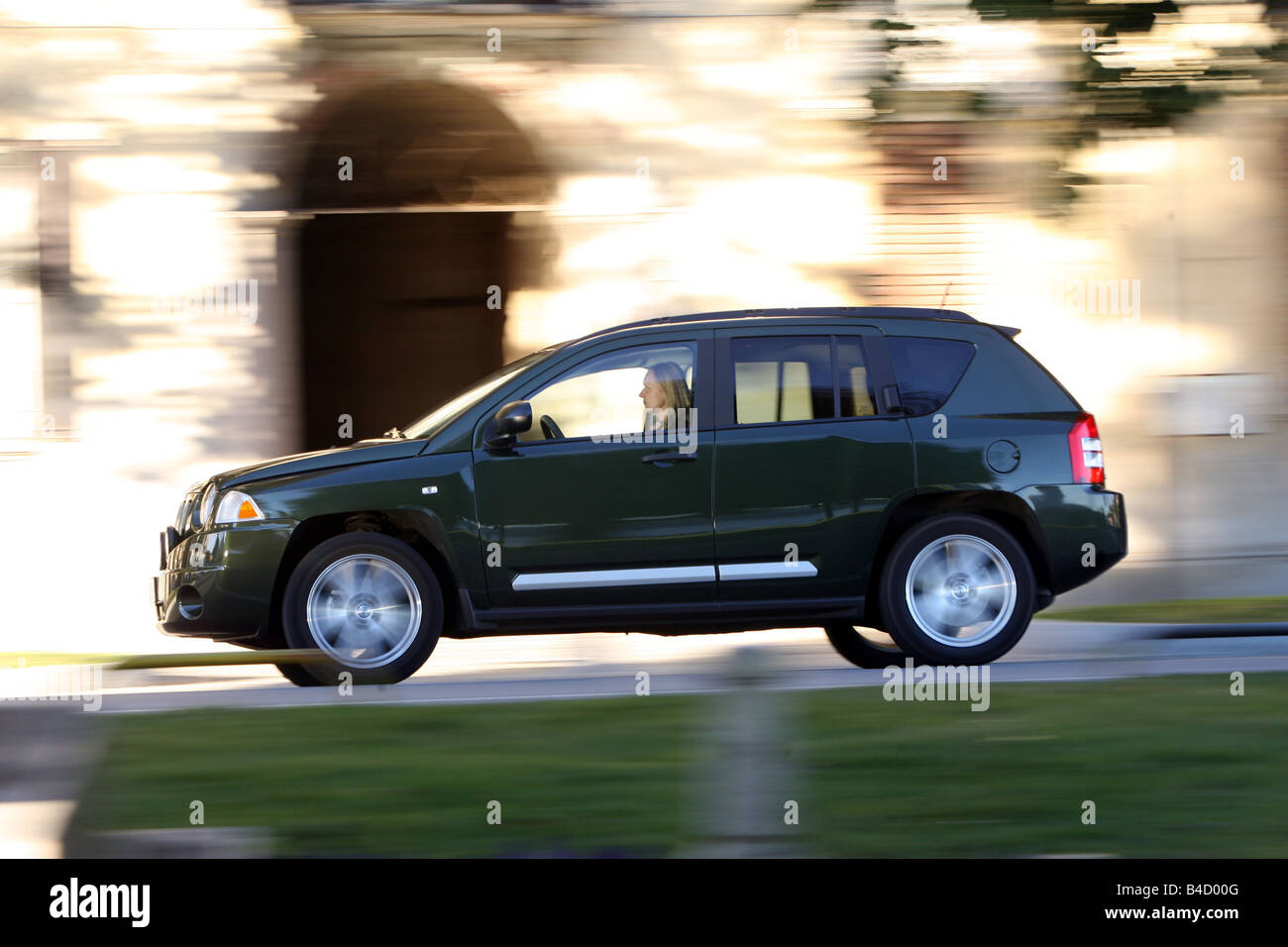 Jeep Compass 2.0 CRD Limited, model year 2007-, green, driving, side view, City - Stock Image