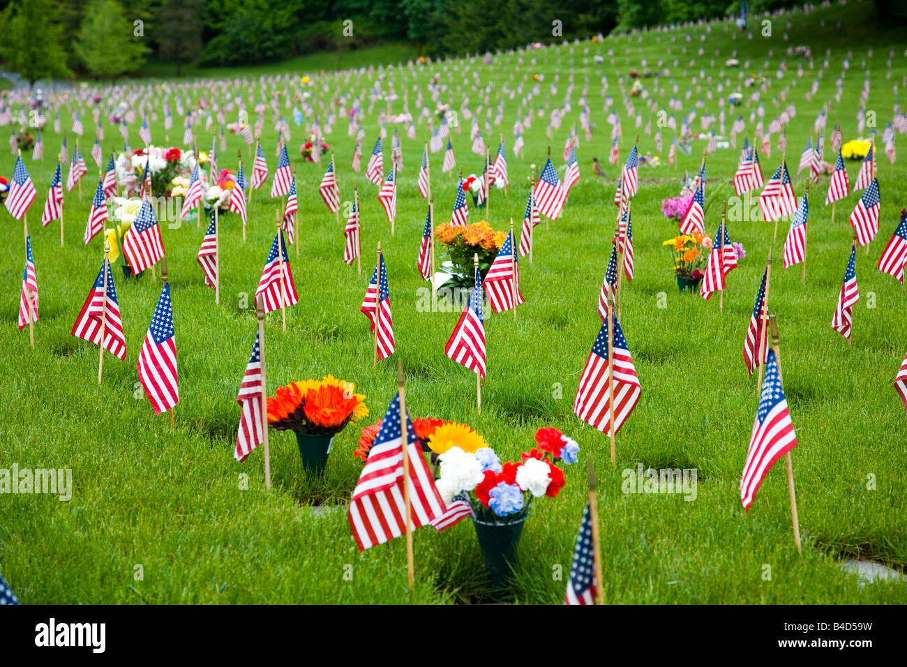 Memorial Flowers And Flags In A Graveyard In Oregon, USA - Stock Image