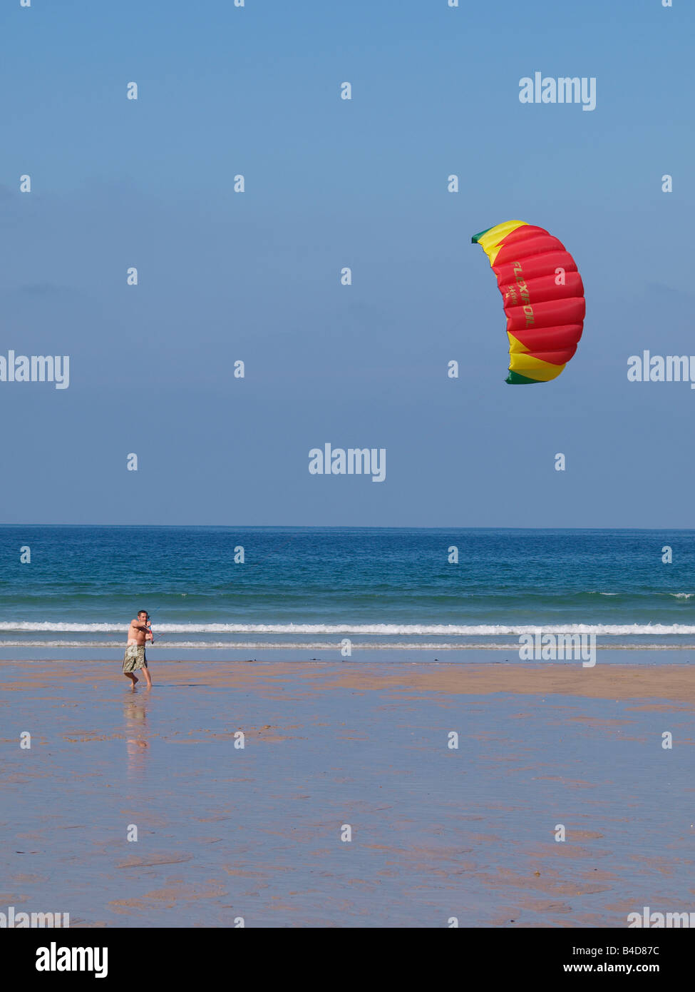 Man with power kite on the sand at Tolcarne beach, Newquay, Cornwall - Stock Image