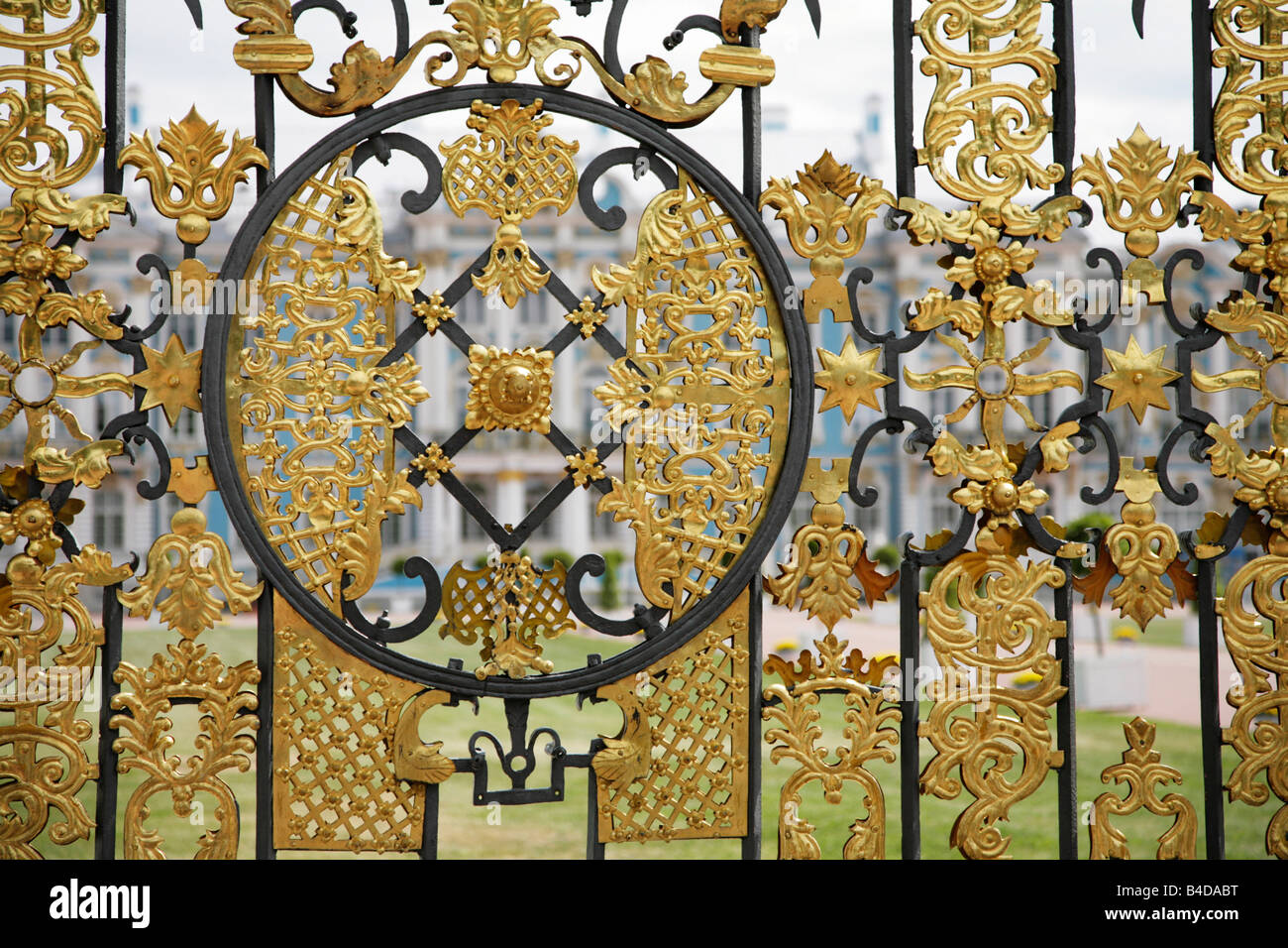The gates of the Catherine Palace, near St Petersburg - Stock Image